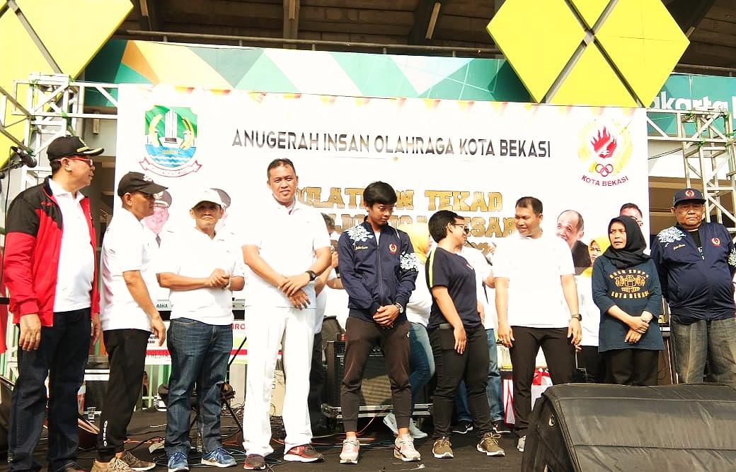 KONI Kota Bekasi Anugrahi Dua Atlet Terbaik dan Berprestasi
