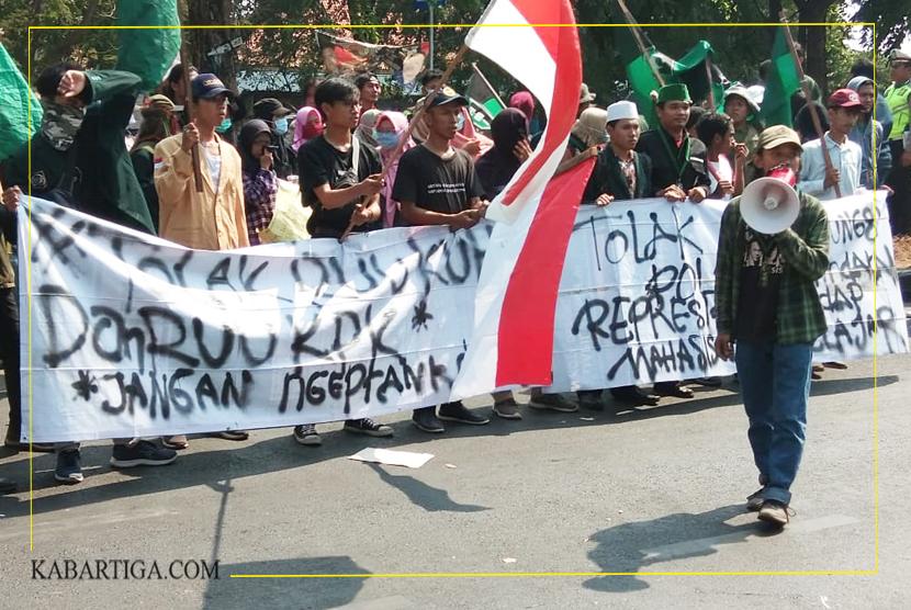 Tolak RUU KUHP, Parlemen Mahasiswa Gedor DPRD Kota Bekasi