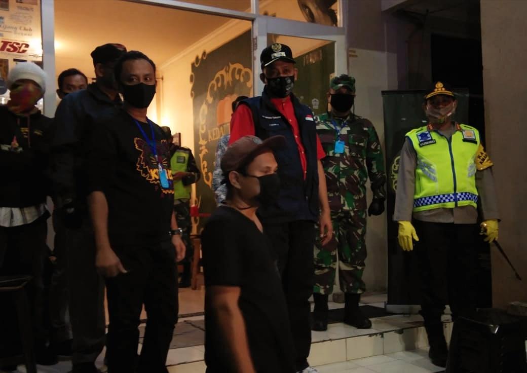 Patroli, Wakil Wali Kota Bekasi Temui Aktivitas Masyarakat Tanpa Protokol Covid-19