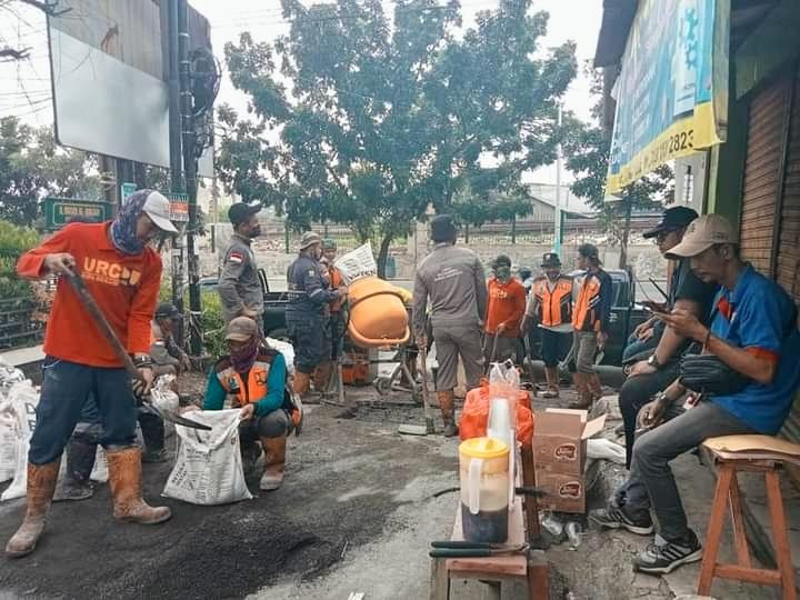Warga Kelurahan Kranji Somasi Kepala DBMSDA Kota Bekasi